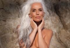 E fotomodel la 60 de ani și se menține în formă cu mult sex și yoga. Cum arată cea mai sexy bunicuță