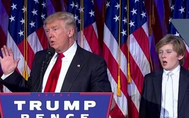 """""""Atunci cand nici macar propriul fiu nu vrea sa te vada presedinte"""". Ce gest a facut Baron Trump in timpul discursului de invingator al tatalui sau. VIDEO"""