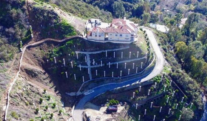 Imagini fabuloase cu cea mai nouă proprietate a designerului Philipp Plein. Castel de 27.000.000 $ pentru celebrul logodnic al româncei Andreea Sasu!