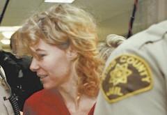 In 1998, aceasta femeie de 34 de ani a fost arestata pentru ca s-a culcat cu elevul ei de 13 ani! Dupa 7 ani de puscarie, a iesit si s-a maritat cu el. Sunt de 12 ani impreuna, au doua fete si familia lor arata asa