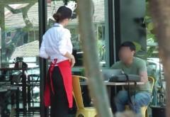 Clientul unei cafenele a refuzat invitația unei tinere pe motiv că e îmbrăcată prost, dar fata i-a dat o lecție greu de imaginat! VIDEO VIRAL in toata lumea!!!