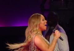 S-a îngrășat teribil! Mariah Carey, apariție horror pe scena!!! Mareste imaginea ca sa vezi in ce hal poate sa arate acum! Cand se intoarce cu spatele e JALE!