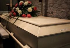 """La înmormântare, soția îi șoptește la ureche soțului său decedat: """"Dragul meu, vom avea un copil"""". Ce a urmat?"""