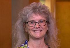 Cum arata aceasta femeie in varsta de 60 de ani dupa ce a primit cadou o schimbare de look de la copiii ei. Nimeni nu a mai recunoscut-o