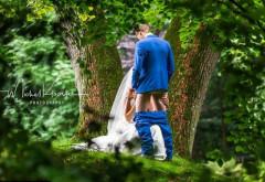 O fotografie de nuntă indecentă, făcută la sugestia soacrei, a devenit virală: care e, de fapt, povestea din spatele imaginii