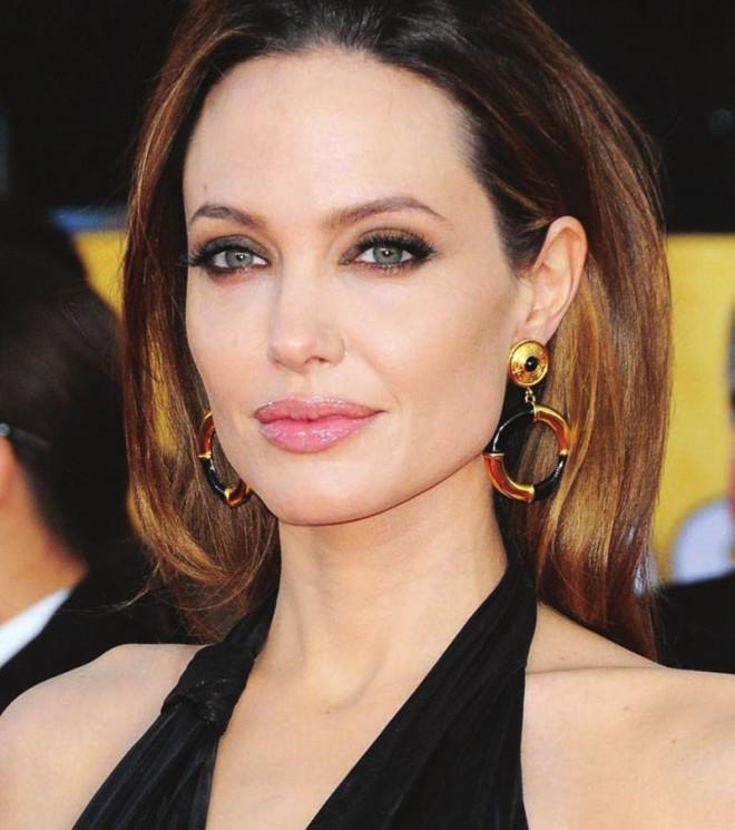 Angelina Jolie iubeste din nou dupa divortul de Brad Pitt! Cine este barbatul misterios din viata ei