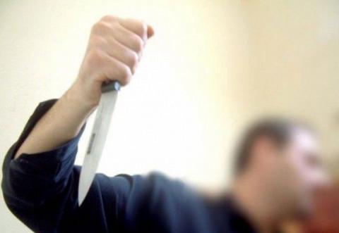 Un bărbat și-a înjunghiat fosta concubină în spital, apoi i-a furat și telefonul