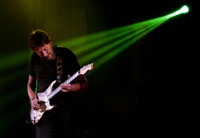 Chris Rea s-a prăbușit pe scenă, în timpul unui concert