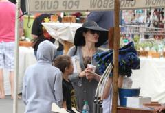 Imagini rare cu Angelina Jolie și copiii ei... la piață. Cum au fost surprinși de paparazzi