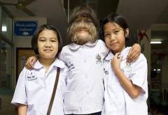 Cea mai păroasă fată din lume şi-a ras tot părul de pe faţă. Cum arată acum şi cine e bărbatul care a luat-o de soţie. VIDEO