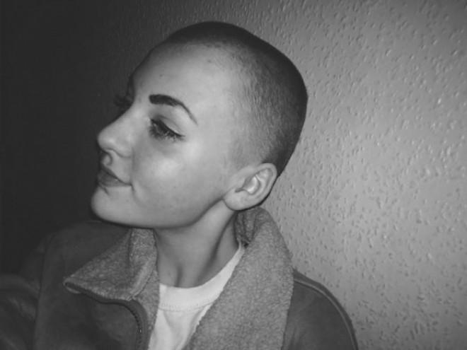 Și-a donat părul pentru o cauză nobilă, dar a fost pedepsită la școală. Cum a fost posibil