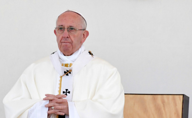 Gestul incredibil făcut de Papa Francisc, atunci când o polițistă a căzut de pe cal