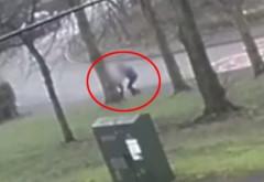 Momentul șocant în care un individ încearcă să răpească o fetiță de 11 ani, la ieșirea de la școală