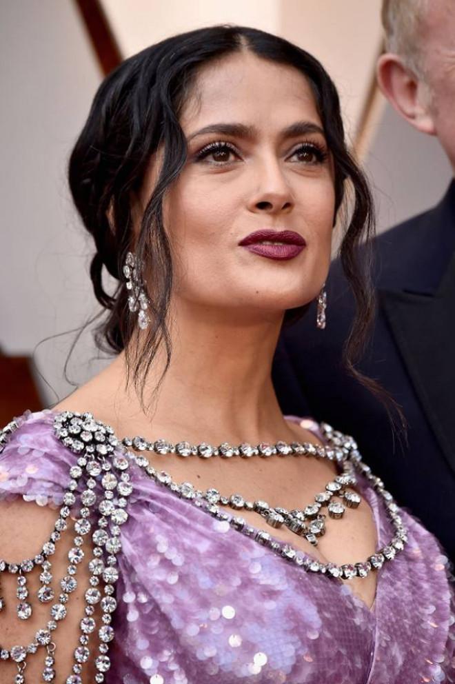 Salma Hayek, aparitie DEZASTRU la Oscaruri. S-a imbracat intr-o rochie de un kitch incredibil. Toata lumea a ramas socata