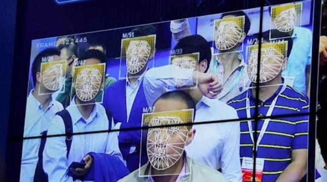 Big Brother. Nu mai poţi cumpăra telefon dacă nu accepţi recunoașterea facială
