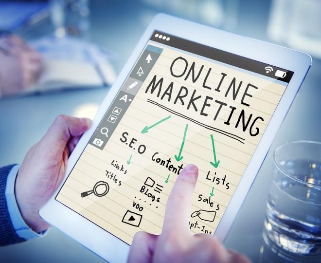 In ce consta schema de marketing online Pirate Funnel (AAARRR)?