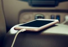 ATENȚIE! De ce încărcarea telefonului în mașină îi face RĂU