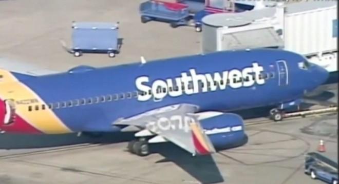 Atantat cu bombe Samsung! Zbor Southwest Airlines evacuat, după ce un Samsung Galaxy Note 7 a pocnit şi a început să scoată fum