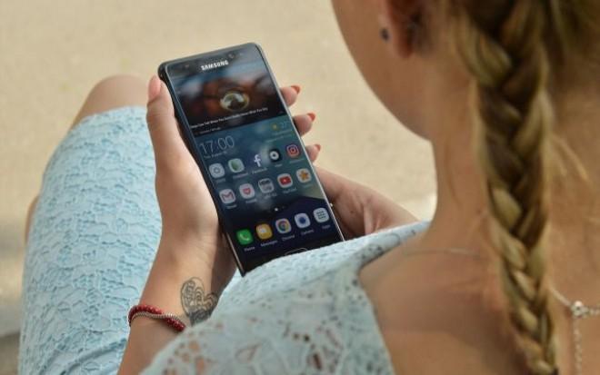 De ce drumul catre telefoane tot mai subtiri si performante a dus la uriasul scandal al Note-urilor care explodeaza