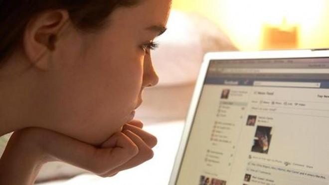 Adolescenții dezertează de pe Facebook