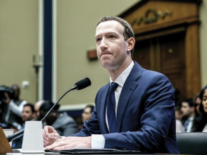 Acţionarii nu iartă: Investitorii Facebook vor să îl dea jos pe Mark Zuckerberg