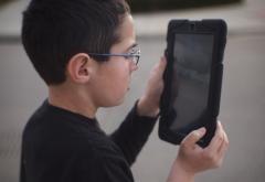 Concurs european: videoclipuri de un minut, filmate de copii. Cum poti participa