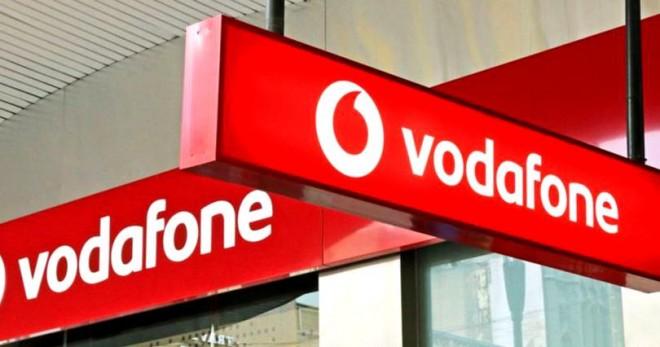 Vodafone concediază 1.700 de angajați pentru a-i înlocui cu roboți. Mulți dintre ei vor fi din România