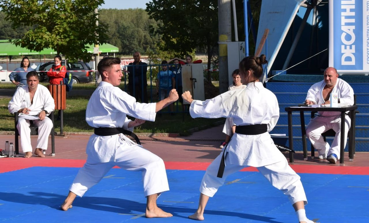 Click pentru a mari imaginea karate2.jpg
