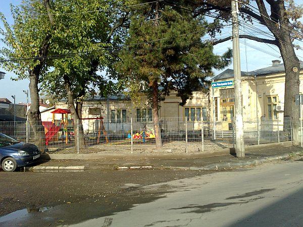 Click pentru a mari imaginea gradinita-pe-de-str-bobalna-ploiesti01.jpg
