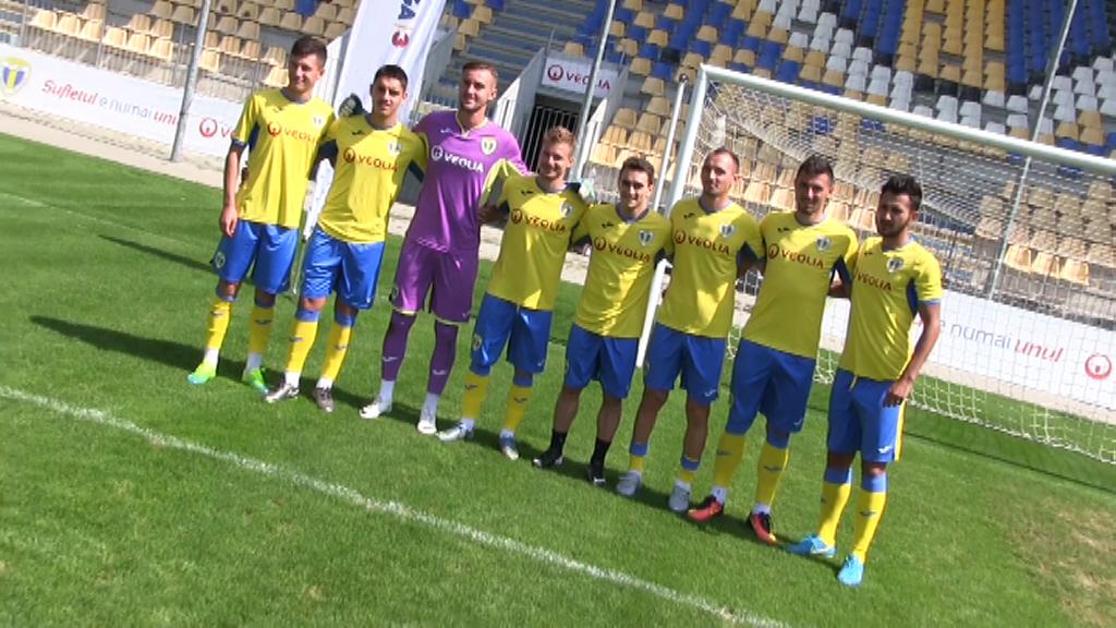 Click pentru a mari imaginea Dragulescu cu baietii.jpg