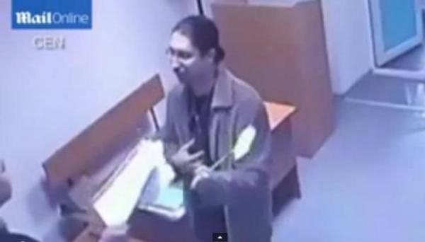 SCENE DE POMINĂ într-un tribunal din Kazahstan: Un avocat ia la bătaie judecătorul cu PLICIUL DE MUŞTE! (VIDEO)