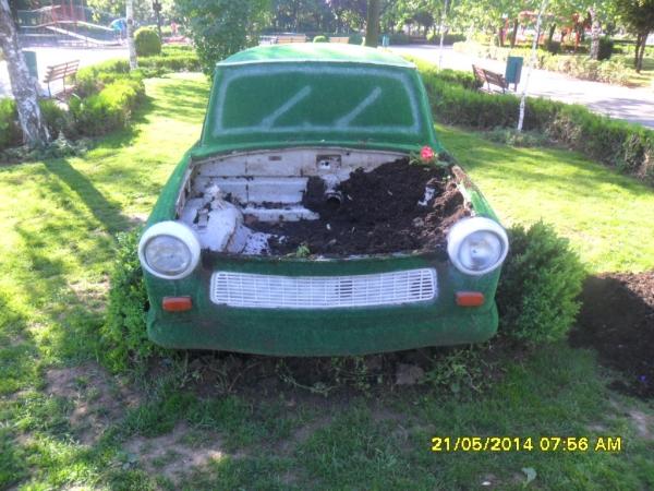 """Ce golani! A fost vandalizat trabantul ornamental din parcul """"Mihai Viteazul"""""""