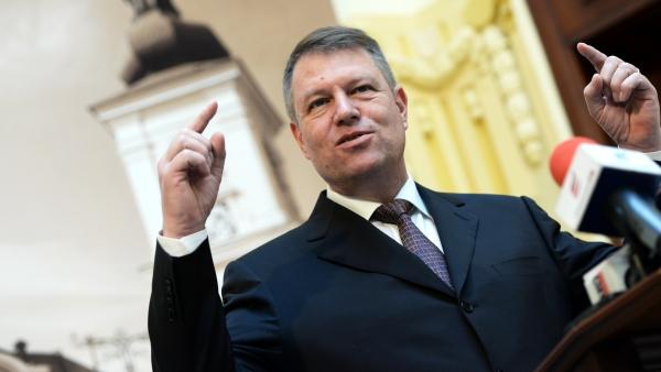 Tribunalul Bucureşti respinge noul statut al PNL. Klaus Iohannis, ales ILEGAL la şefia partidului