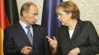 Merkel şi Putin LUCREAZĂ în SECRET la un PLAN pentru Ucraina