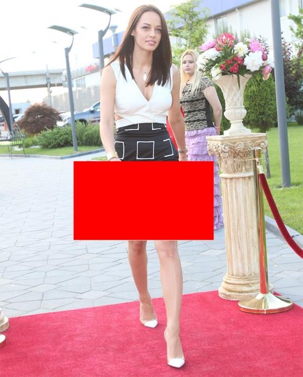 Gafa de proportii pe covorul rosu! Andreei Raicu i s-a vazut...........