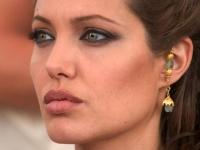 ADEVARUL dureros despre buzele Angelinei Jolie!  Cum arata de fapt la 13 ani