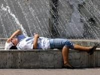 România se TOPEŞTE. Cum te hidratezi CORECT şi ce alimente trebuie să consumi pe caniculă