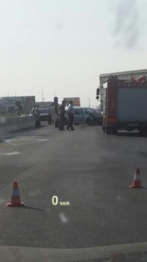 Accident in sensul giratoriu de la Carrefour