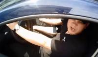 CEL MAI NESIMTIT POLITIST!  Cum reacţionează un poliţist când un biciclist îi atrage atenţia că a încălcat regulile de circulaţie  VIDEO VIRAL