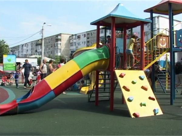 Cel mai nou parc de joaca din Ploiesti a fost construit de un investitor privat in cartier Mihai Bravu VIDEO