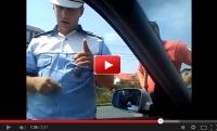 BRAVO!!! Un poliţist român face SENZAŢIE pe net! Cum reacţionează agentul în faţa unui şmecher care refuză să prezinte actele (VIDEO)