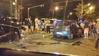 Accident in centrul Ploiestiului. Doua masini s-au facut zob, in intersectia de langa hotel Central