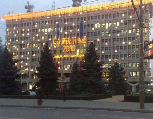 Pe Casa Alba din Ploiesti s-au pus lumini de 13.000 de euro