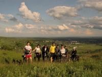 Hai si tu cu bicicleta, pe dealurile din Urlati