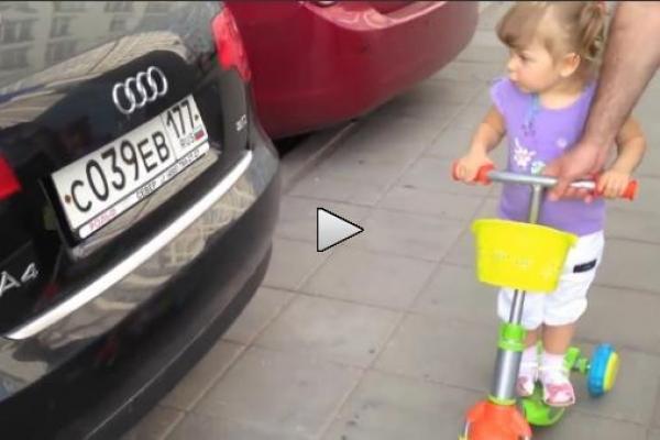 ADORABIL! O fetiţă de doi ani recunoaşte toţi producătorii de automobile (VIDEO)