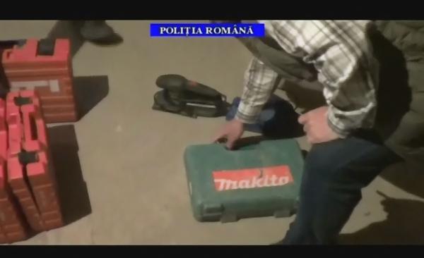 VIDEO/ Vezi aici ce au gasit politistii prahoveni la domiciliile hotilor din societati comerciale