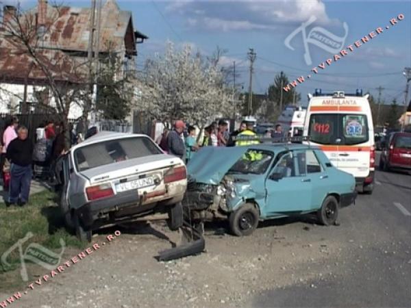 Accident grav in Filipestii de Padure. O fetita a murit, fratele ei - grav ranit!