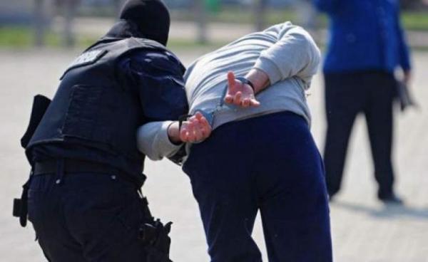 Traficant de droguri din Ploiesti, prins in urma unui flagrant. Tanarul este cercetat de DIICOT