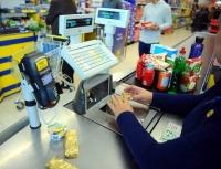 Vrei sa lucrezi intr-un supermarket? Vezi cât câştigă un casier la Carrefour, Lidl, Cora sau Kaufland