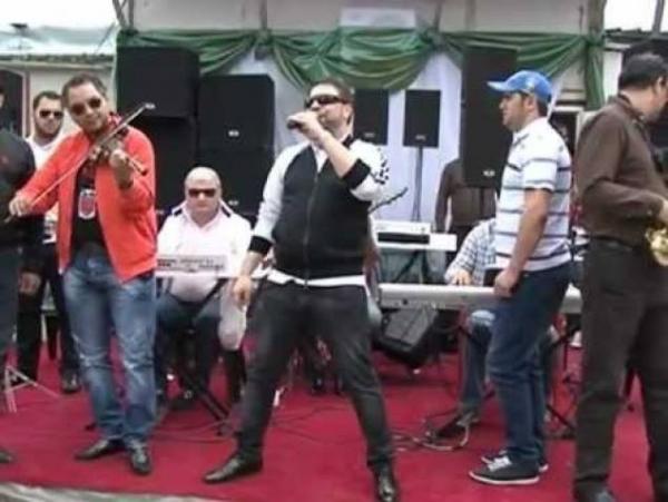 VIDEO DEMENTIAL!!! Un pusti de 9 ani l-a facut praf pe Florin Salam la o nunta!  Uite ce voce de aur are pustiul! Manelistul a fost umilit